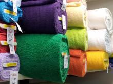 Zware badstof in pasteltinten en felle kleuren. dubbel gelust 100% katoen.nu  €9,95 pm